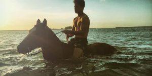 Lối sống xa hoa của Hoàng tử quyến rũ nhất châu Á Abdul Mateen