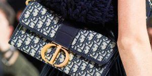 Logo Dior mới trên những chiếc túi vang bóng một thời