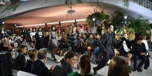 Louis Vuitton Cruise 2020: Ra đi để trở về