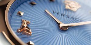 Versace ra mắt mẫu Versace Audrey V.Watch, trong cuộc đua với Gucci Watches