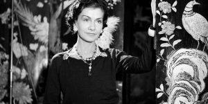 Culture Chanel – Woman who reads: Người đàn bà đọc