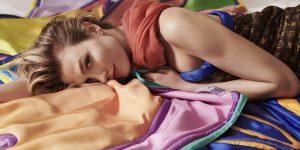 Louis Vuitton ra mắt mẫu khăn lụa hợp tác cùng Alex Israel: Cuộc chơi của sắc màu thị giác