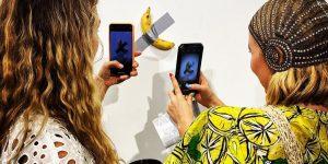 """Tác phẩm """"quả chuối dán tường"""" chạm mức 120.000 USD tại Art Basel Miami"""