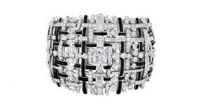 Chỉ có thể là Chanel: Trang sức vàng bạc đá quý dệt từ vải tweed