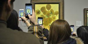 """Bức họa Hoa hướng dương của Van Gogh bị """"mắc kẹt"""" ở Tokyo vì Covid-19"""