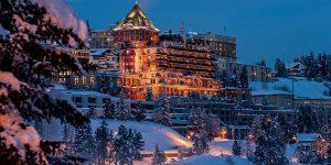 Du ngoạn đến khách sạn siêu sang vùng núi Alps trên chuyên cơ riêng