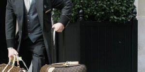 Hiếm trong hiếm: Tại sao vali Louis Vuitton cổ điển lại có giá bán đắt như vậy?