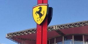 Covid-19: Gia tộc Agnelli đứng sau thương hiệu Ferrari quyên góp 10 triệu euro và 150 máy thở