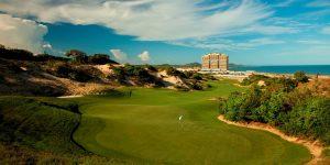 Thư giãn tại hai sân golf hàng đầu The Bluffs và Laguna
