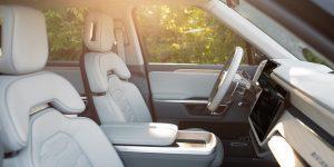 Rivian tuyên bố ra mắt dòng xe bán tải và SUV chạy điện có nội thất sánh ngang Bentley và Lamborghini