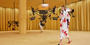 Raf Simons ra mắt tại Prada với bộ sưu tập Xuân 2021: Thời đại cân bằng giữa sáng tạo và ứng dụng