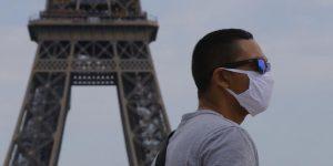Lệnh giới nghiêm chặt chẽ nhắc nhở công dân Paris về mối đe dọa chưa từng thấy của Covid-19