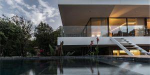 Tận hưởng cuộc sống tột đỉnh xa hoa bên trong ngôi nhà có hồ bơi tráng gương tại Bali