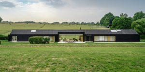 """""""Nhà ở nông trại"""" tiện nghi giữa thảo nguyên xanh ở miền nam nước Anh"""