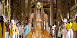Valentino Couture Spring 2021: Tái định nghĩa thời trang cao cấp