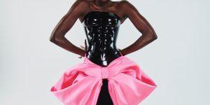 Schiaparelli Couture Spring 2021: Bước qua những định kiến