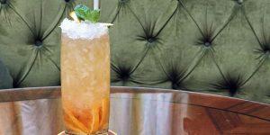 Cocktail tuần này: Pha Blood Orange & Vermouth Atrium Cobbler theo phong cách Four Seasons