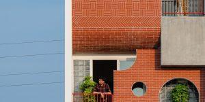 Ngôi nhà ống với mặt tiền gạch nung đỏ nổi bật tại Đà Nẵng