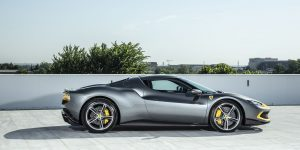 Vì sao 296 GTB là bước đi táo bạo nhất của Ferrari?